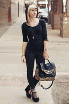 black basic Gap shirt - black skinny jeans Forever 21 jeans