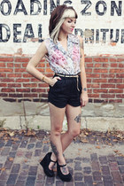 ivory floral vintage blouse - black linen Urban Outfitters shorts