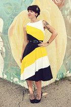 yellow vintage dress - black thrifted belt - black stilettos Forever 21 heels