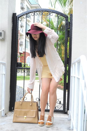 maroon floppy felt hat - camel Editors Market bag