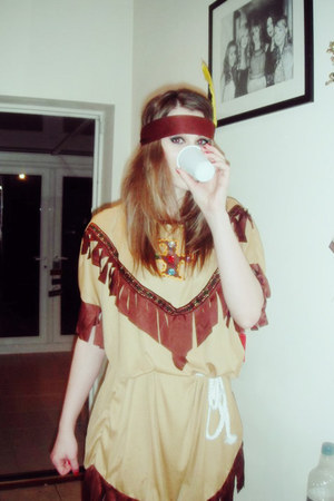 camel red indian Ebay dress - dark brown Ebay hat