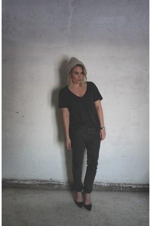 jeans - t-shirt - heels