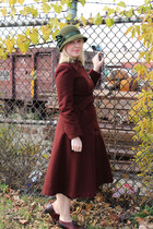 olive green felt cloche vintage hat - maroon wool vintage coat