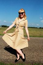 black cat eye vintage sunglasses - yellow cotton Tara Starlet dress