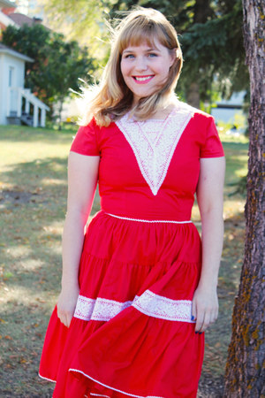 red square dancing vintage dress