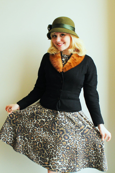 olive green vintage hat - tan leopard print Zara dress