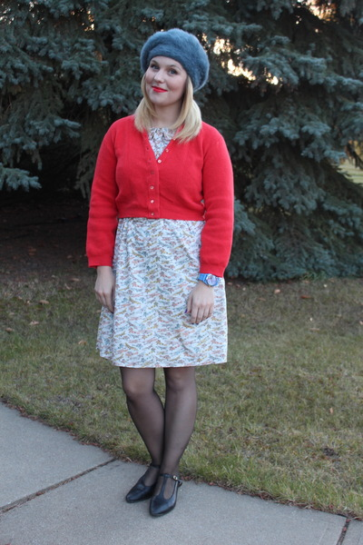 red wool vintage cardigan - white Nadinoo dress dress