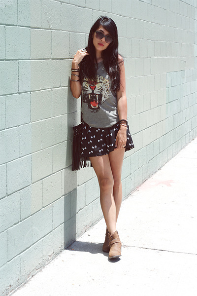 black H&M bag - brown white mountain boots - black Nordstrom shorts