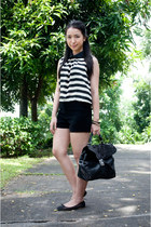black shorts Wisdom shorts - Style Hub top - Oysho flats