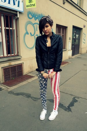 red New Yorker jeans - black Pimkie jacket - white Converse sneakers