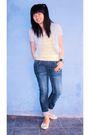 Gray-thrift-store-blazer-yellow-seventeen-t-shirt-blue-unbranded-jeans-bei