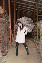 beige gallery coat - green Hunter boots - brown Forever 21 leggings - beige Burb