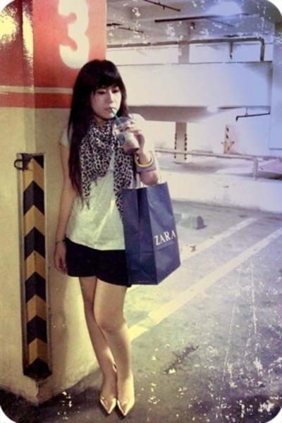 Zara t-shirt - NyLa shorts - Zara scarf - Mango bracelet - Guess shoes