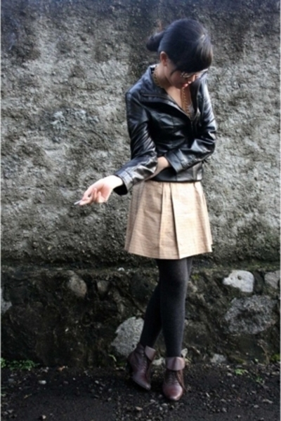 thrifted jacket - XSML t-shirt - thrifted skirt - warehouse tights - vintage fro