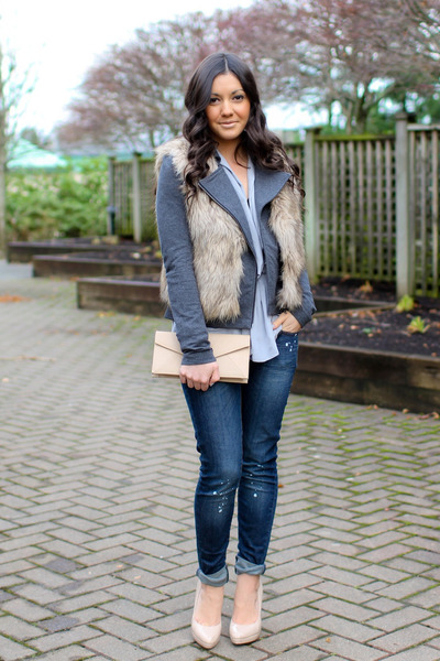 beige faux fur Forever 21 vest - navy Mango jeans