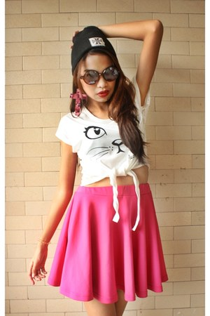 print shirt - round Ray Ban sunglasses - skater skirt skirt - beanie accessories