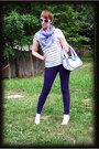 Deep-purple-jeans-black-shirt-light-purple-scarf-white-jumpfrompaper-purse