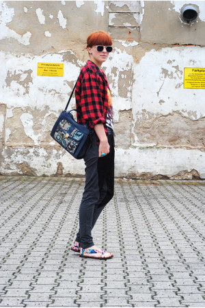red Secondhand shirt - blue Secondhand bag - gray pants
