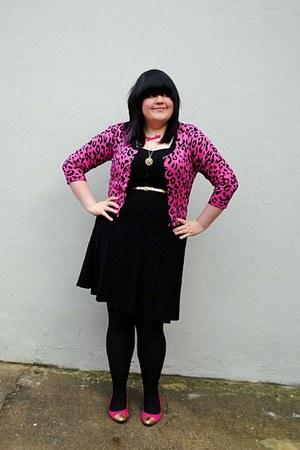 hot pink gold tipped flats - black Primark dress