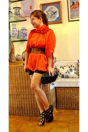 orange Chloe blouse - giordano shorts