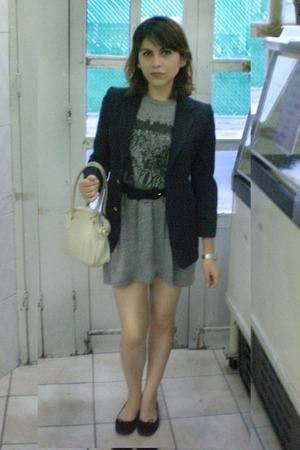 vintage blazer - Secondhand belt - American Apparel t-shirt - Zara shoes