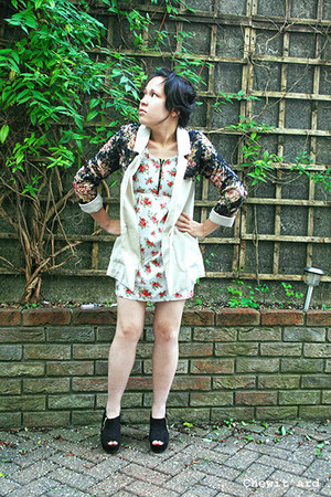 beige H&M Trend blazer - floral dress random boutique dress