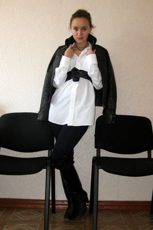 white shirt - blue Zara jeans - black Mango jacket - black thomas sabo necklace