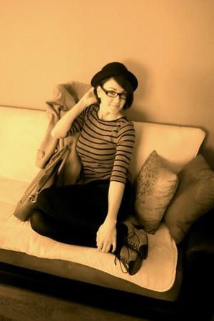 heels - vintage hat - H&M shorts - Ray Ban glasses - Zara t-shirt