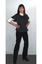 charcoal gray banana republic top - black yoga Old Navy pants