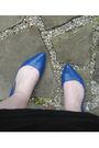 Black-target-skirt-blue-target-shoes-silver-necklace-gray-top-black-purs