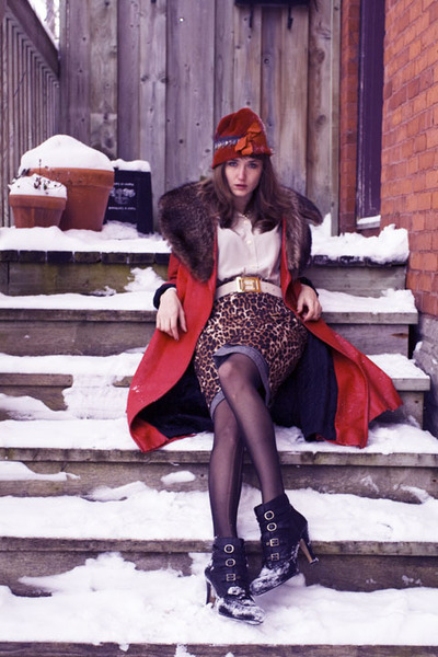 crimson vintage coat - eggshell vintage blouse - black Nine West boots - bronze