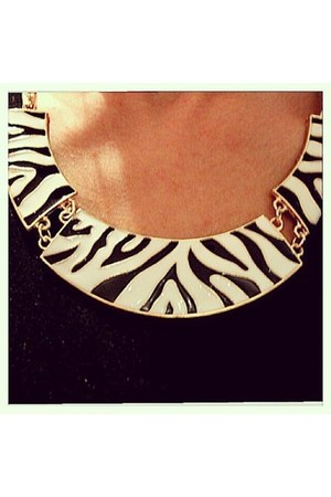 Chic Mademoiselle necklace