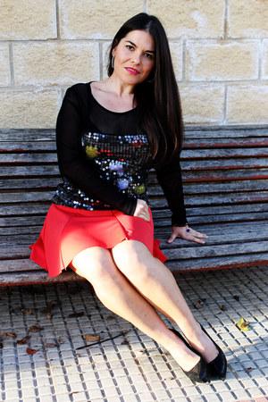 red mokka skirt - black jaume blouse