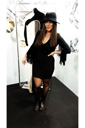 black Zara dress - dark brown Mustang boots - black H&M hat