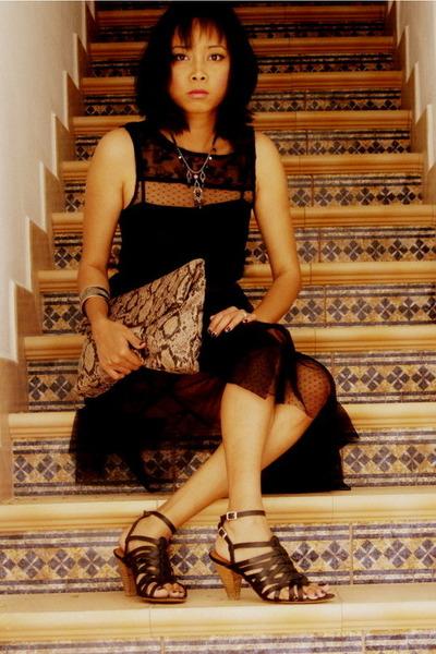 black Zara dress - light brown asos bag - black Zara heels - diva necklace