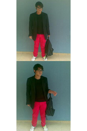 H&M pants - H&M t-shirt - Zara blazer - adidas shoes - Eastpak purse - rayban gl