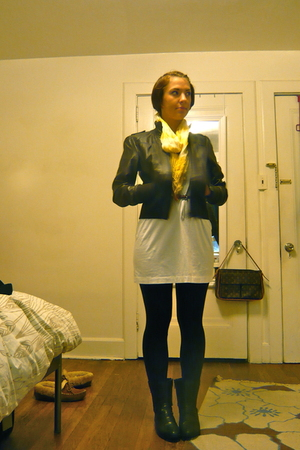 Forever 21 jacket - Uniqlo dress - H&M belt - Rue 21 scarf - Target leggings - H