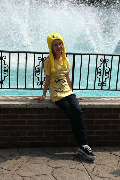 yellow tweety bird SIX FLAGS hat - navy bling 7 for all mankind jeans