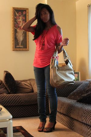 blouse - jeans - naturalizer bag - shoes