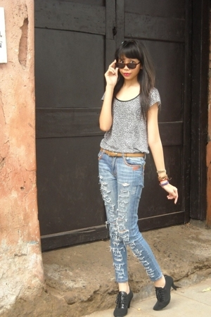 Zara t-shirt - Miss Sixty jeans - Closet Queen shoes - vintage belt - mama owns