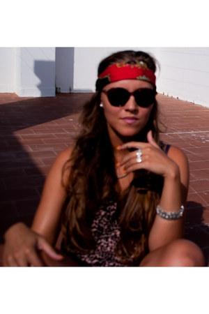 Briggite Bijou sunglasses - Briggite Bijou ring - H&M top