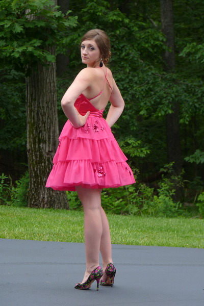 Платье под розовые туфли