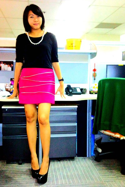 Black Ghills Tops, Pink Skirts, Black Bought Online Shoes, Silver ...