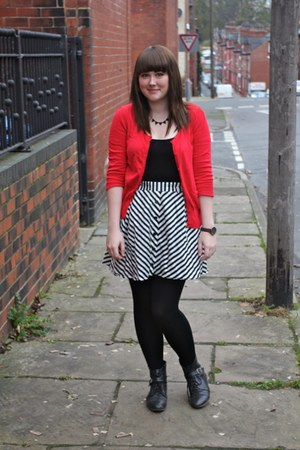 red Peacocks cardigan - black Urban Outfitters boots - black asos bodysuit