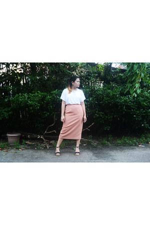 pink vintage skirt - white thrifted vintage shirt - black sm parisian heels