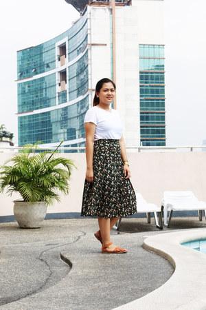 black vintage skirt - tawny Primadonna sandals - gold casio watch