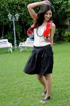 Farm vest - Valeria Pessoa top - Riachuelo skirt - Juliana Beltrao shoes - Troca