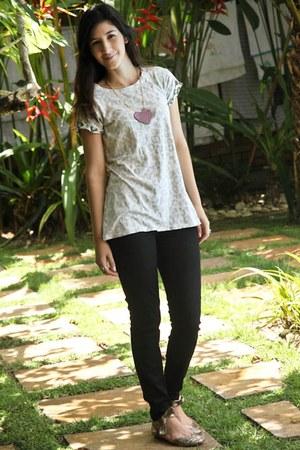 ivory Renner t-shirt - dark gray Zara leggings - dark khaki Juliana Beltrao shoe