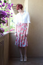 Pink-vintage-skirt-white-thrifted-blouse-off-white-payless-heels