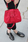 White-thrifted-vintage-hat-black-levis-jeans-red-thrifted-vintage-bag